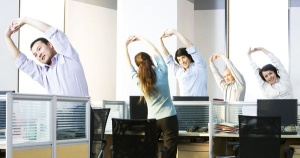 étirements-yoga-bureau